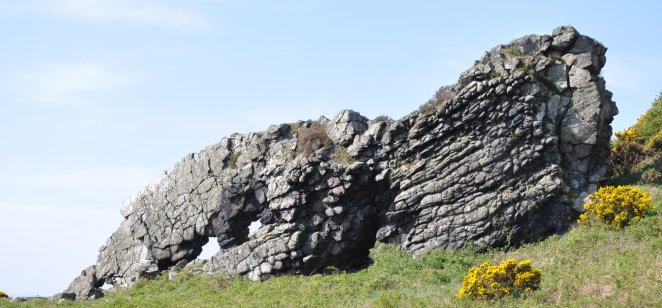 Lion Rock, Great Cumbrae: Palaeogene dyke composed of cumbraite